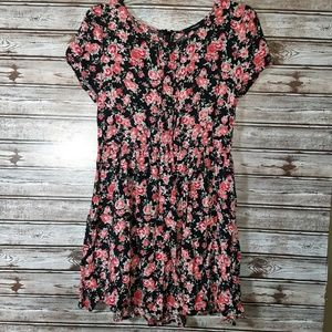 ⭐Forever 21 Cute Floral Dress Size Large⭐